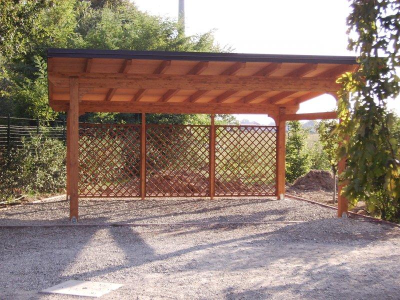 Carport in legno due posti con legnaia sul retro