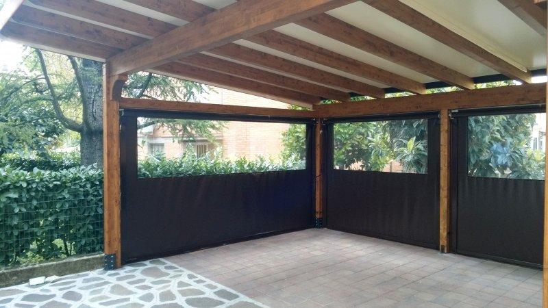 carport con copertura in telo PVC e chiusure perimetrali con tende a caduta