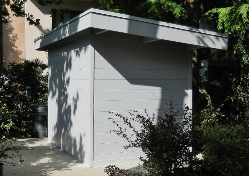 casetta in legno con tetto cassonato in pendenza