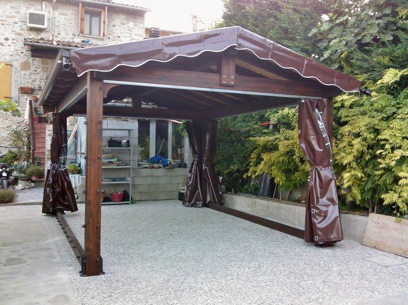 Barchessa in legno con telo a copertura e chiusre perimtrali