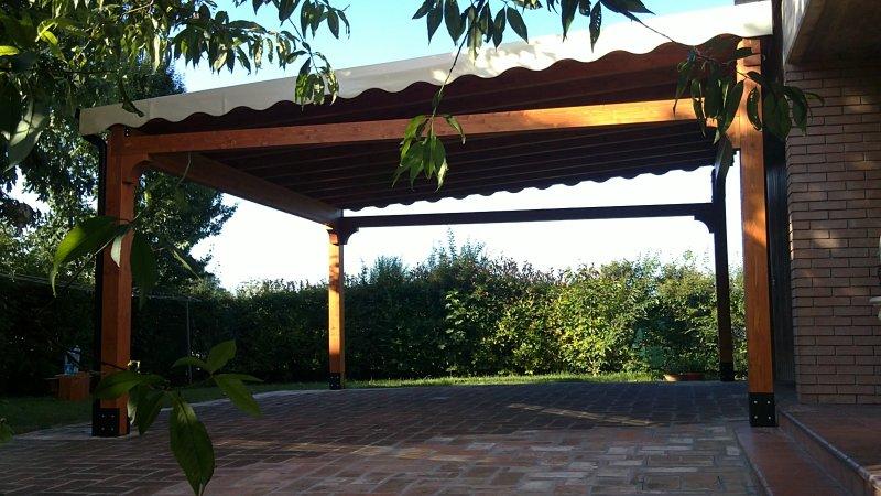 """tettoia in legno con telo in PVC """"blockout"""""""