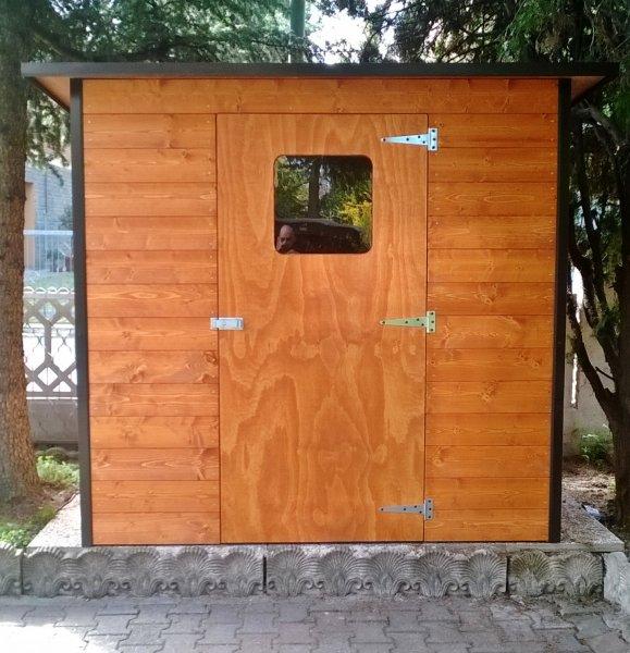 Rcovero attrezzi in legno su misura con pareti preassemblate
