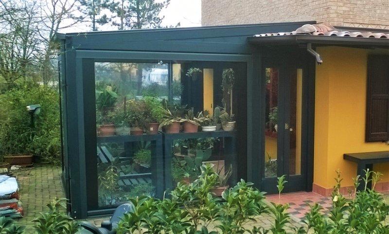 Giardino d'inverno con copertura in vetro temprato